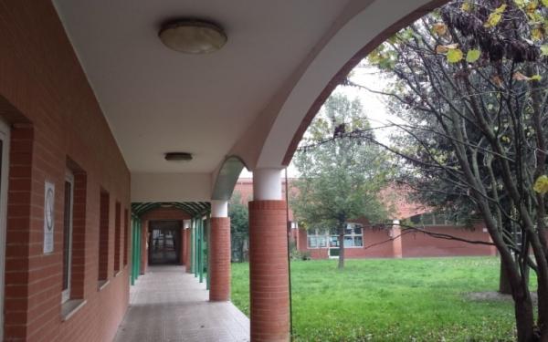 Corridoio ingresso scuola primaria Gandhi