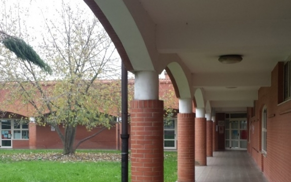 Corridoio ingresso scuola infanzia Gandhi