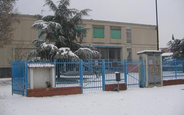 Ingresso scuola secondaria di primo grado Zipoli con neve